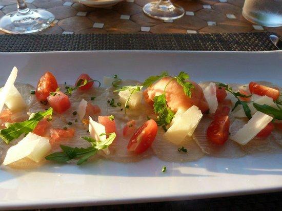 Boutique Hotel & Restaurant Ca's Xorc: Carpaccio von Bernsteinmakrele mit Zitronen-Vinaigrette und Tomaten Sorbet