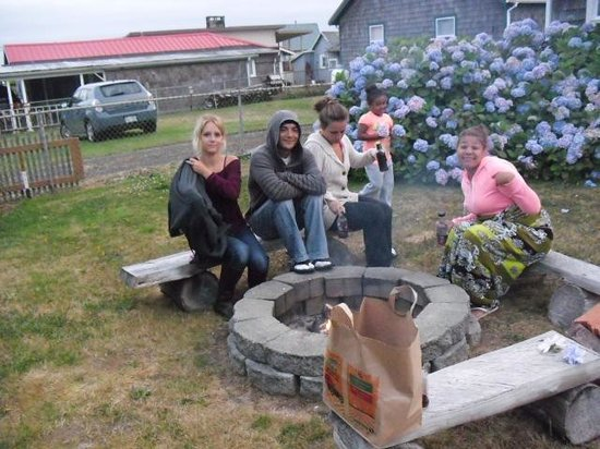 Sand Dollar Inn and Cottages: Outside Fire Pit