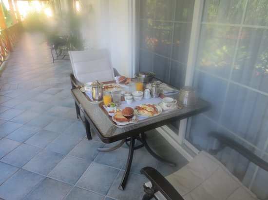 Rosedon Hotel: Breakfast served to our balcony
