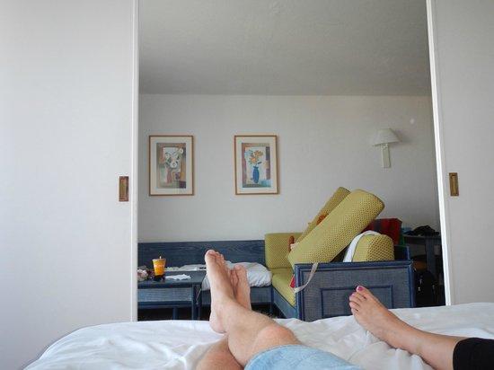 Blaumar Hotel: Номер 610. Вид лежа на кровати