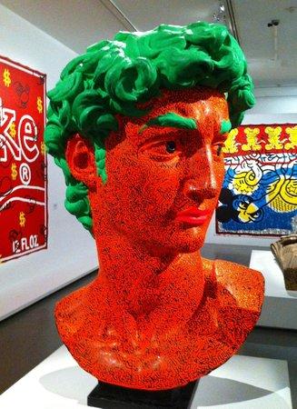 Musee d'Art Moderne de la Ville de Paris: Statue