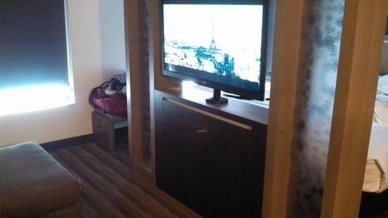 Hyatt House Raleigh North Hills: tv turns 360 degrees so it can  viewed from bed or sitting area