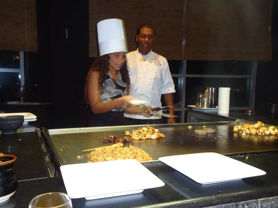 The Reserve at Paradisus Palma Real: Luis the Chef at Mizu teaching future chef