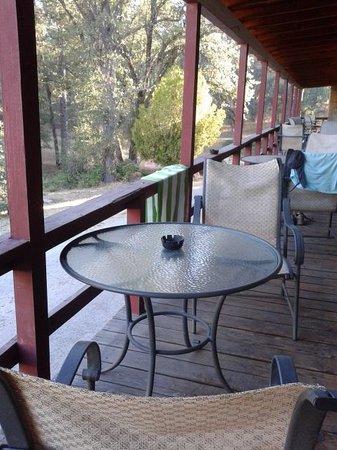 Sierra Sky Ranch: Terraza