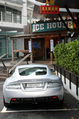 Freddy's Ice House: Entrance to Ice House, and my car ;o)