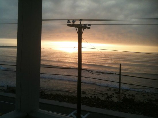 Grand View Inn and Cottages: Sunrise from the veranda