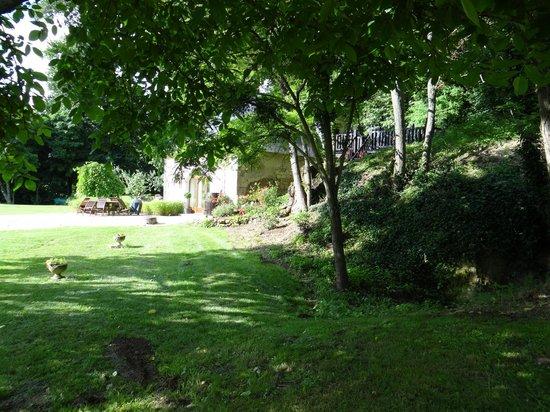 Le Logis du Pressoir Self Catering & Bed & Breakfast : Le Pressoir from the garden
