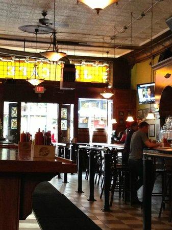 J & M Cafe: Beautiful bar