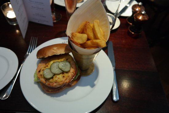 Reform Social & Grill : Lobster burger and chips