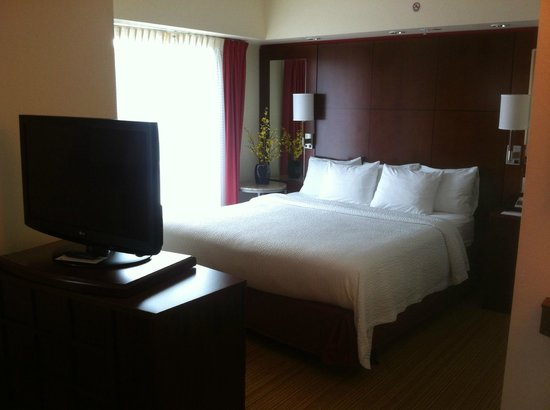 Residence Inn Pittsburgh North Shore: Guest room