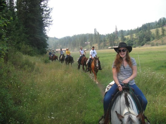 Red Horse Mountain Ranch: adult ride starting on the floor of the valley