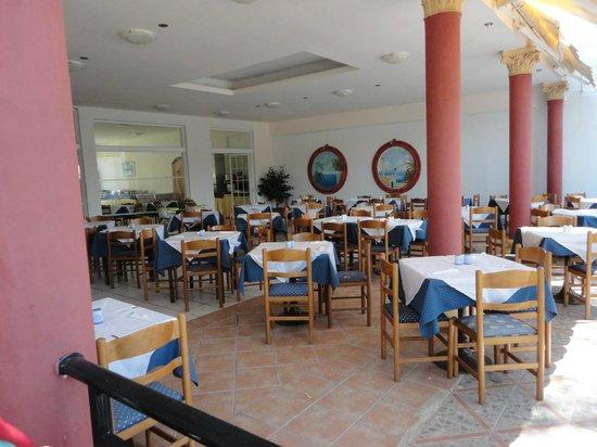 Marathon Hotel: dining area  with alfresco area