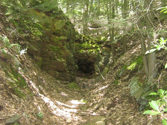 Tantiusques: One of the old rock cuts you can explore off of the main trail