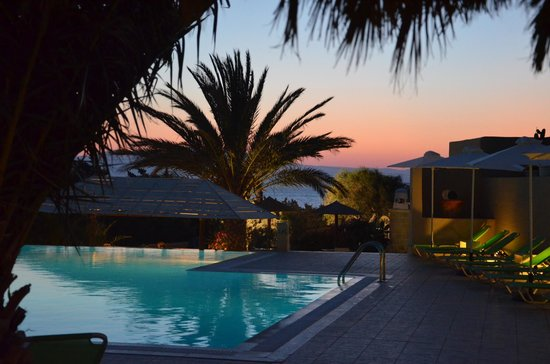 Faros Villa: Rendez-vous at the pool bar