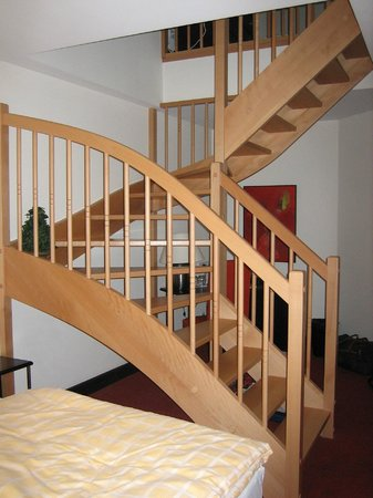 Hotel Chez Jean : Stair to second room