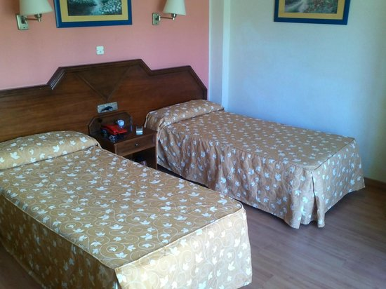 Hotel Monarque Cendrillon: habitación