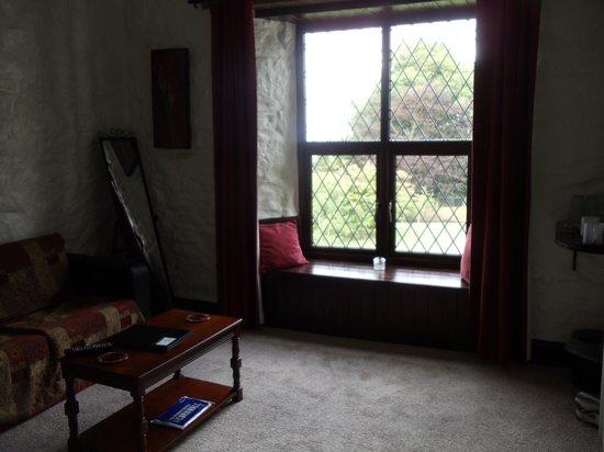 The Cedars B&B: Room 5 window area