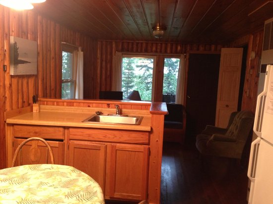 Gooseberry Park Cottages and Motel: Inside cabin 5.