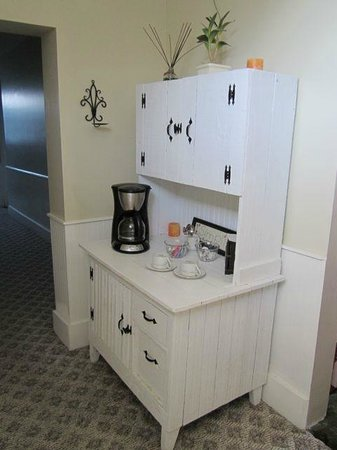 Cowan, TN: upstairs coffee station