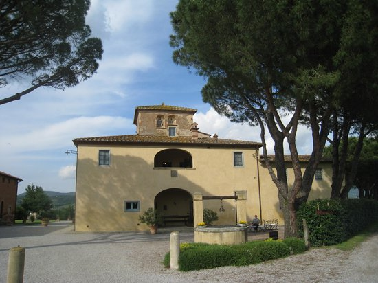 Cortona Resort - Le Terre dei Cavalieri : Dining area and upstairs rooms