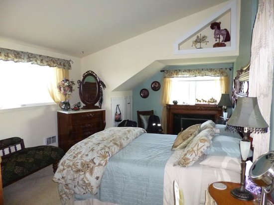 The Dungeness Barn House Bed and Breakfast: Victorian Garden suite