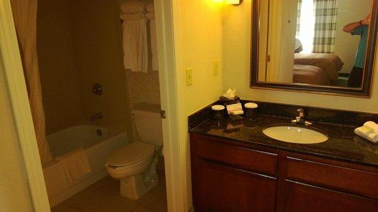 Homewood Suites by Hilton Minneapolis - Mall of America: Bathroom area