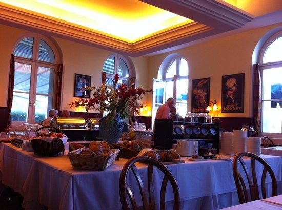 Hotel Merian am Rhein: Sala buffet del Hotel.