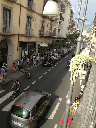 Hotel Sorrento City : Street view from 2nd floor balcony