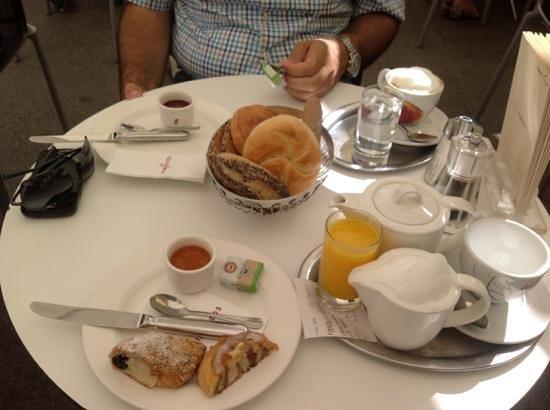 Fingerlos: breakfast time