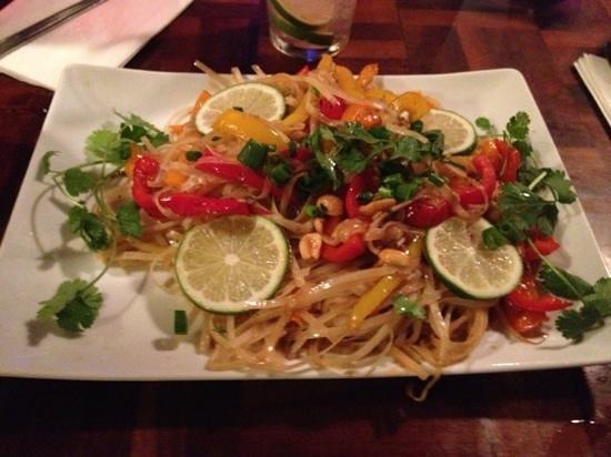 Taps Tavern: Vegetarian Pad Thai