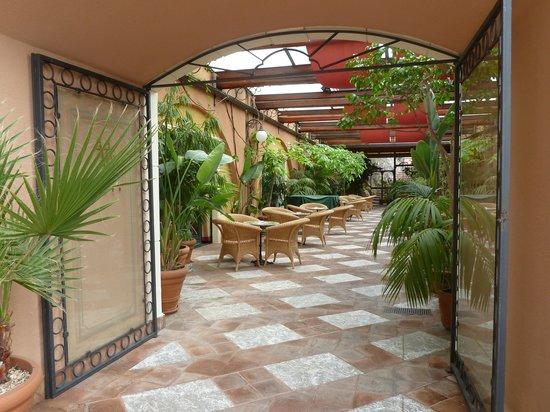 Baia Taormina: hotel entrance