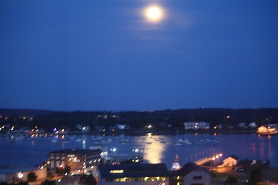 Holiday Inn Portland By The Bay: Moon Light View
