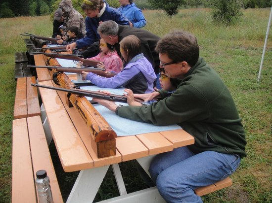 Red Horse Mountain Dude Ranch: 6 kids all lines up to plink!