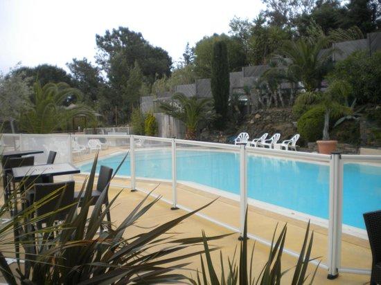 Hôtel Les Mouettes  : La piscina