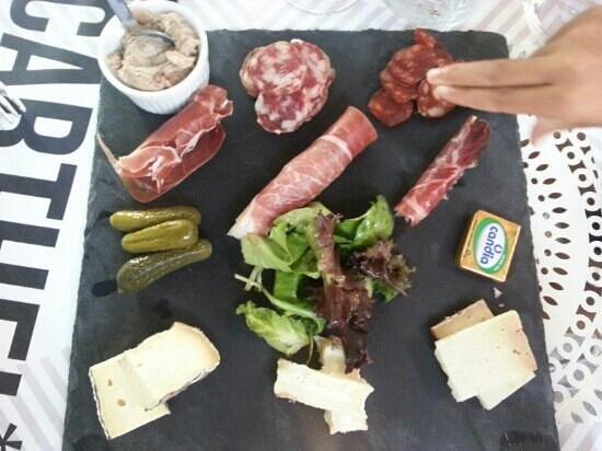 Carthel : plateau moitié fromages moitié charcuteries