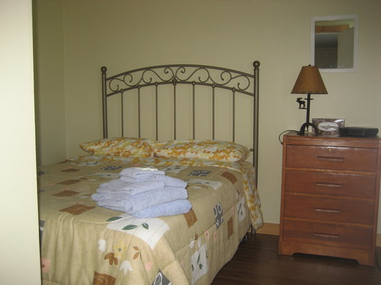 Bonne Bay Cottages: All Blankets, Pillows, Comforters, Towels supplied