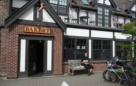Seattle Cycling Tours: Snack break at the bakery with my tour guide Craig