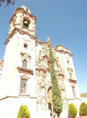Iglesia de San Cayetano: Fachada principal.
