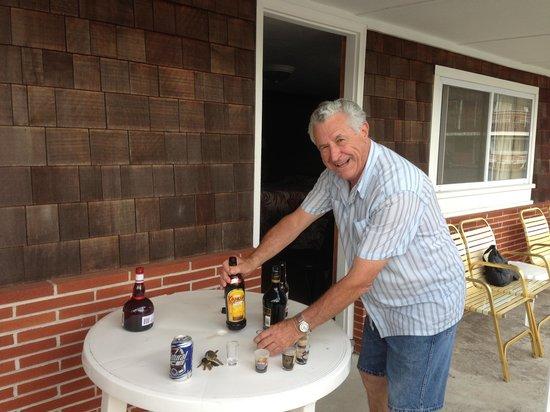 Janmere Motel: Fernand qui prépare les premiers B52 de la fin de semaine