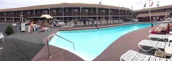 Janmere Motel: Panoramique de la piscine