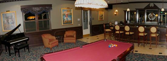 Vines RV Resort : Magnolia Lounge (Wine and beer served daily