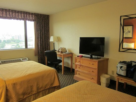 Comfort Inn & Suites Event Center: fine but nothing fancy