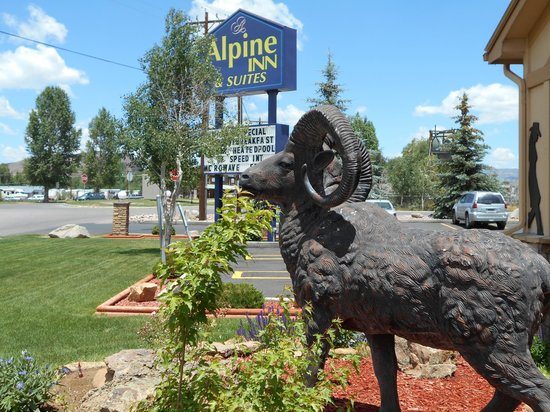 The Alpine Inn: Landscaping