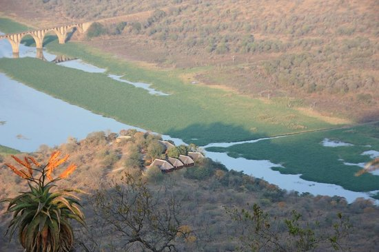 Mvubu River Lodge: The lodge seen from above