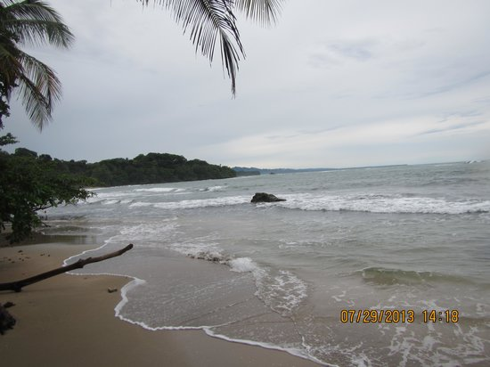 Playa Chiquita Lodge: another beach shot