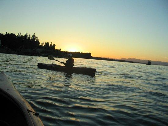 The Inn at Mallard Cove: Kayaking at sunset
