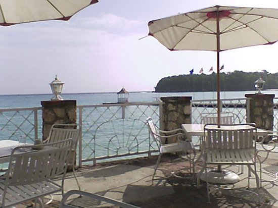 Shaw Park Beach Hotel & Spa: View from patio dining