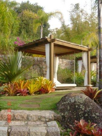 Ponta dos Ganchos Exclusive Resort: Em toda área do Resort são espalhados gazebos e colchões