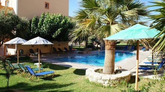 Hotel Calypso Matala: Swiming pool area