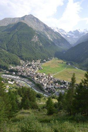"""Hotel De La Tor : Cogne and the """"piana di Sant'Orso""""."""